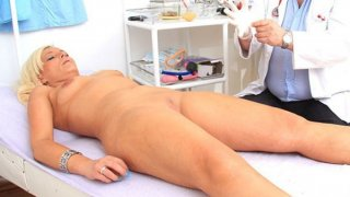 Awesome blond-haired gets a ripe gyno thumb