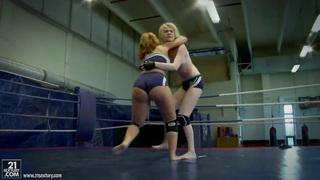 Amazing fight of amazing babes Alice King and Daikiri thumb