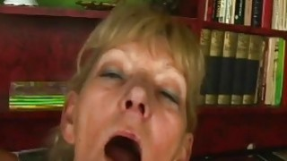 Granny mature horny pussy watered by young dick thumb