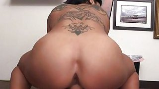 Vixen undresses off to drive the agent to orgasm thumb