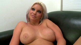 Dirty blonde Deadra Dee fingerpaints her pussy and gives a head thumb