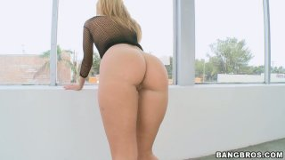 Whorable blond head Jessie Rogers gives a stout blowjob for sperm thumb