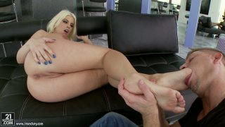 Curvaceous blonde hoochie Britney Amber seduces this guy with her feet thumb