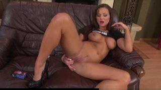 Shayla_Green_strips_and_Masturbates_her_Shaved_Pussy_2 thumb