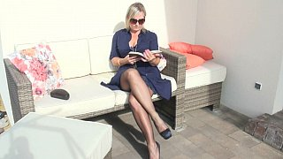 Mature lady sweating_in pantyhose thumb