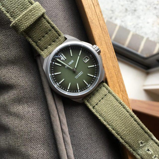 Full photo of watch
