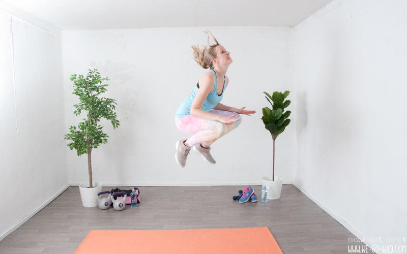 Entrenamiento de piernas en casa saltos en el lugar