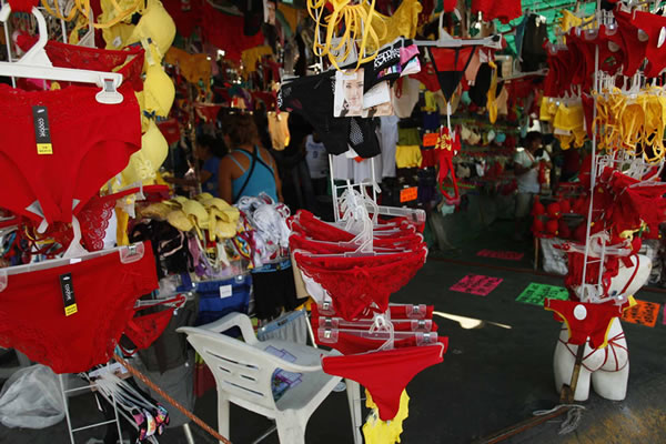 calzones rojos y amarillos ano nuevo Tradiciones de año nuevo en México más populares