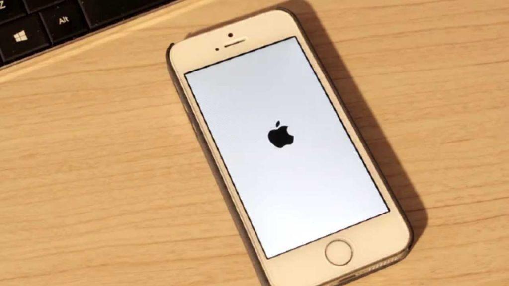 Apple actúa ante al bug de la fecha aparecido en iPhone y demás dispositivos. - iphone-boot-screen