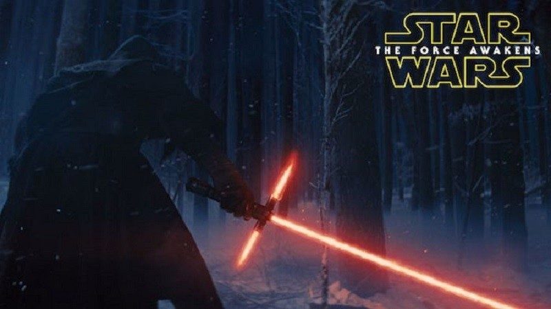 ¿Qué incluirá 'El Despertar de la Fuerza' en su lanzamiento a Blu Ray y DVD? - star-wars-el-despertar-de-la-fuerza-sable-800x450