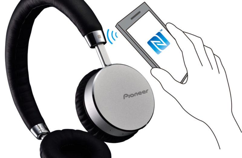 Nuevos audífonos inalámbricos Bluetooth Pioneer con tecnología NFC - pioneer-audifonos-bluetooth-se-mj561bt-05-800x523