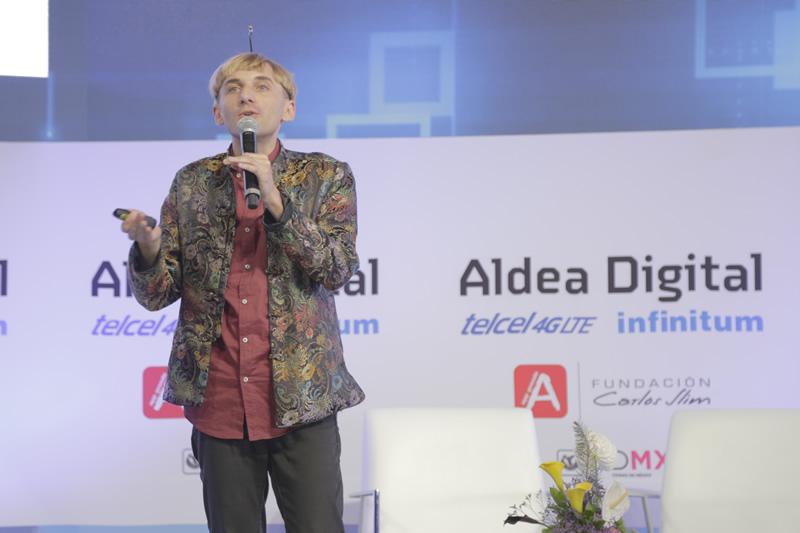 Internet será un nuevo sentido para los humanos y no solo una herramienta: Neil Harbisson - neil-harbisson-aldea-digital-2016-2