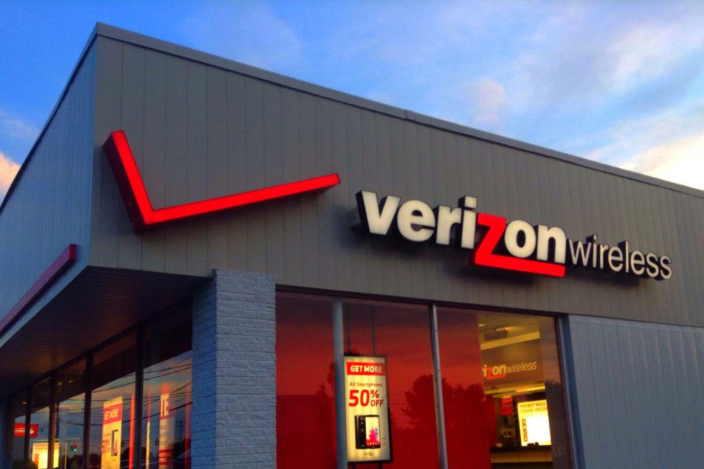 Verizon es la nueva dueña de Yahoo - verizon-store-yahoo