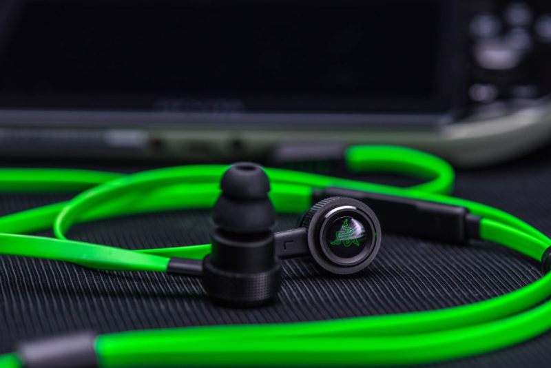 Audífonos Razer al estilo gamer - razer-hammerhead-pro-v2-800x534