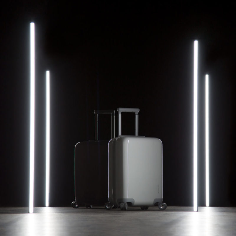 Incase lanza nueva colección de equipaje inteligente Connected 4-Wheel Luggage - incase-connected-hubless-4wheel-with-usb-c-power-bank_lightstudio-800x800