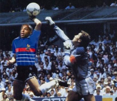 La mano de Henry clasifica a Francia al mundial Sudáfrica 2010 - manohenry