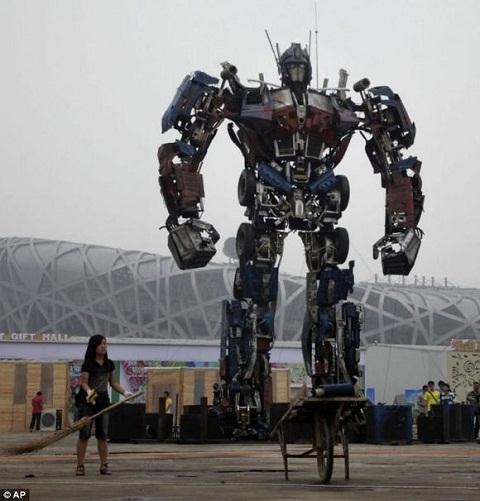 Optimus Prime a escala real - optimus-prime-a-escala-real