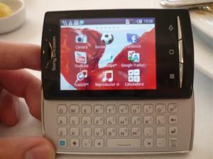 Nueva gama de celulares Sony Ericsson Xperia - Hands-on-Xpreria-Mini-Pro-1-300x224