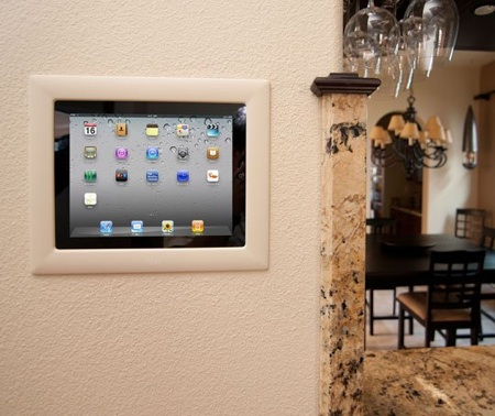 iPort pone tu iPad o iPod Touch en tu pared - iPort-soporte-pared-iPad-y-iPod-Touch