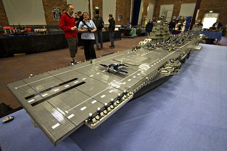 Portaviones americano armado con piezas de Lego Portaviones americano armado con piezas de Lego