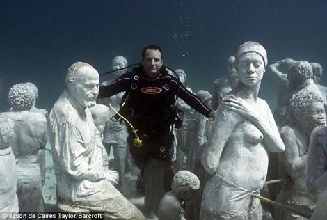 Exposición de estatuas subacuáticas en Cancún - estatuas-en-mar-cancun