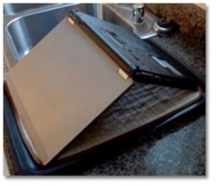¿Le cayo agua a tu laptop? Consejos para protegerla agua laptop