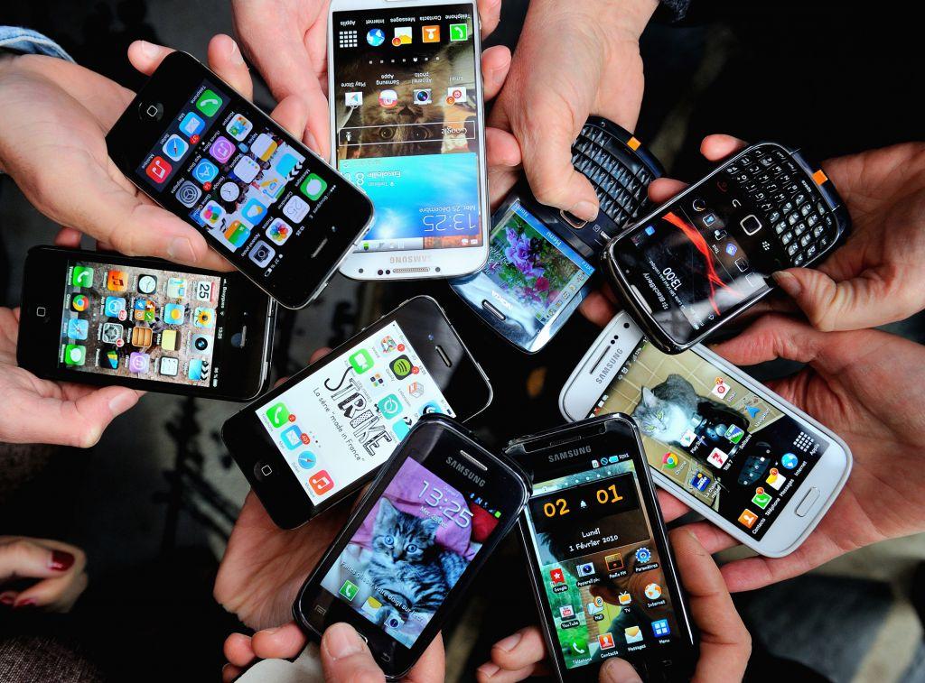 Cómo reutilizar tu viejo smartphone - smartphones-france-afp-271213