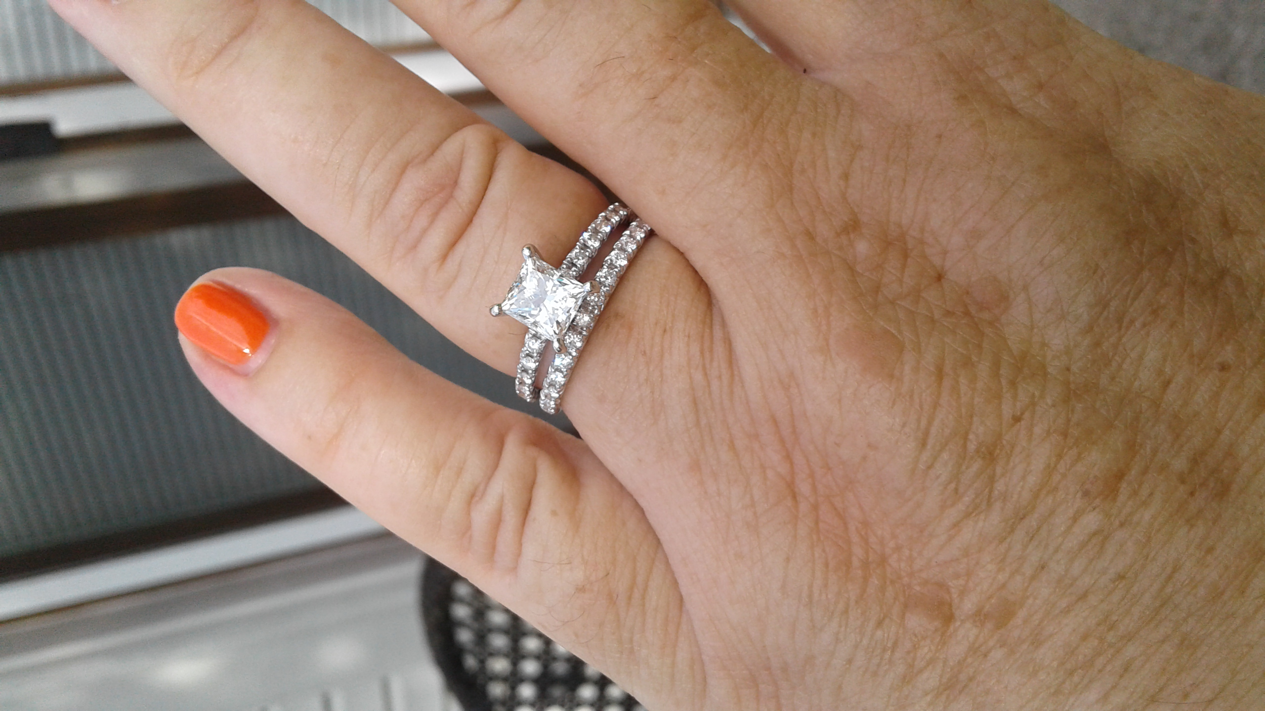 i think it makes it obvious that its two distinctive rings and not just one thick band