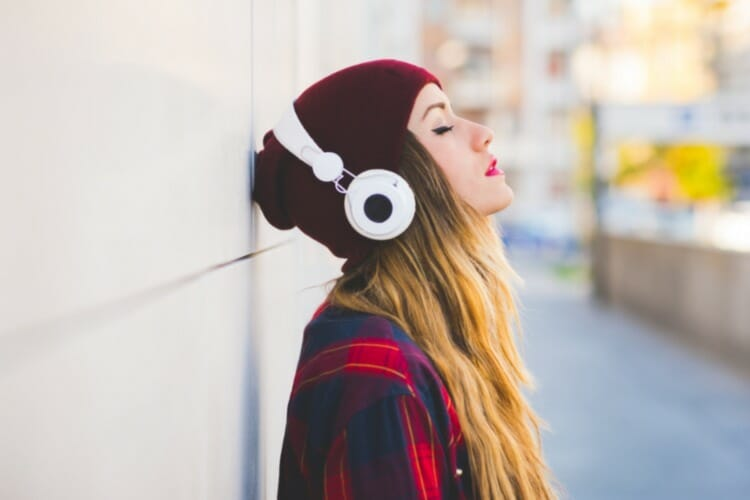 girl with headphones AirPods microphone not working