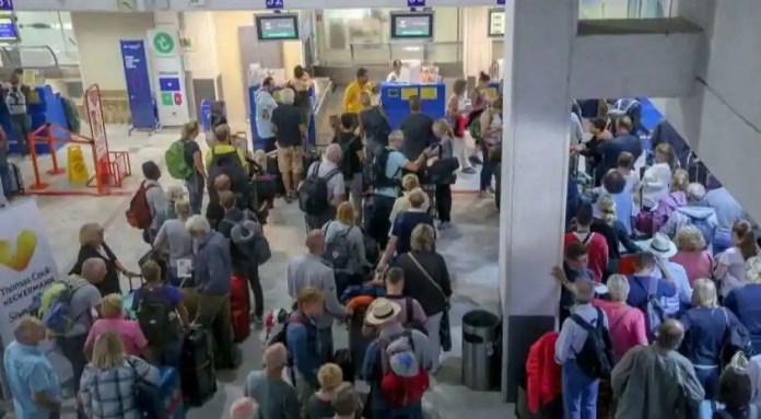 Resultado de imagen para Thomas Cook tourist stranded