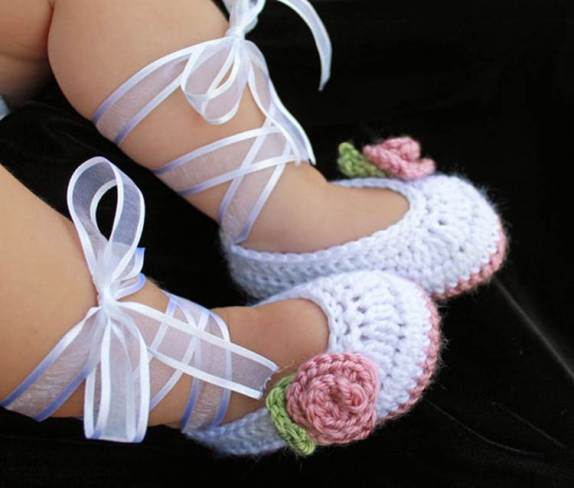 Crochet Baby Ballerina slippers-wonderfuldiy