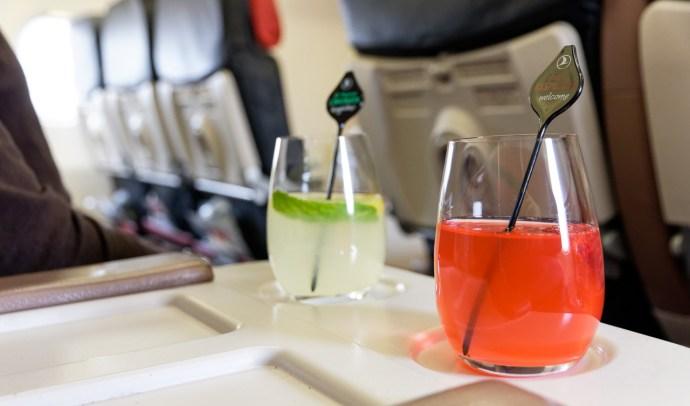 Business Class Erfrischungsgetränk vor Take-off