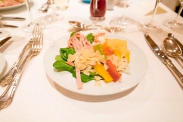 Salate und hausgemachte Dressings vom Buffet