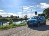 Opel Crossland X in Arktis Blau