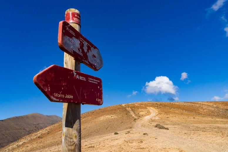 Wanderung Fuerteventura - Von Morro Jable auf den Pico de la Zarza - Wegweiser auf dem Wanderweg PR FV 54