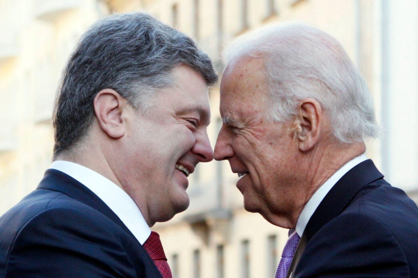 Petro Porošenko a Joe Biden. - Aktuálně.cz