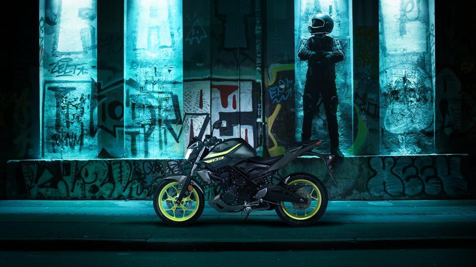 2018-Yamaha-MT-03-EU-Night-Fluo-Static-001