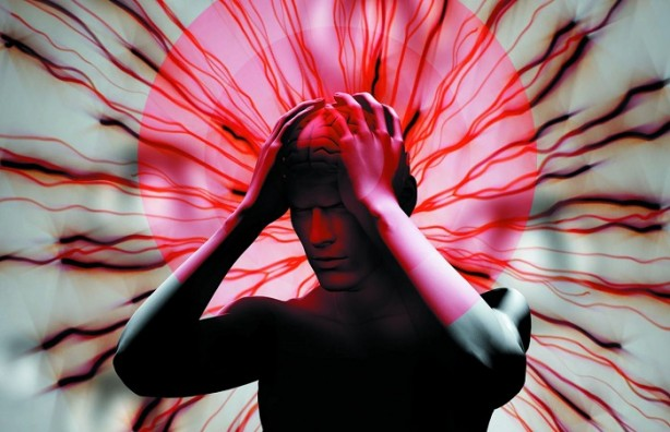 Foto - Migren tedavisi var mı? Migrenin bilinen ve kesin bir tedavisi yok. Atakların azalması ve atak sırasında ağrının kesilmesi için pek çok ilaç bulunuyor. Ancak bu ilaçlar bir uzman önerisiyle ve tanı konulduktan sonra kullanılmalıdır. Her migren hastasının tedavi süreci için bir nörologla görüşmesi gerekiyor. Çünkü bilinçsizce kullanılan ağrı kesiciler ileride daha ciddi sorunlara yol açıyor.