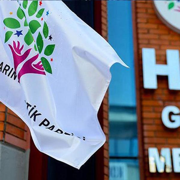 Foto - Örgüte HDP göndermiş <br> İstanbul İl Jandarma Komutanlığı ekiplerince H.D.'nin alınan ifadesinde 2015 yılında İstanbul Okmeydanı HDP temsilciliğinde faaliyet yürüten birtakım kişilerin propagandası sonucu yanındaki 23-24 yaşlarındaki bir erkek şahısla birlikte kişi başı 200 lira verilerek 2015 yılında PKK/KCK-PYD/YPG terör örgütüne katılmak maksadıyla İstanbul'dan Diyarbakır'a gönderildikleri, burada örgütün elemanları tarafından karşılanarak il merkezinde bulunan bir evde 2 gün bekletildiklerini anlattı.