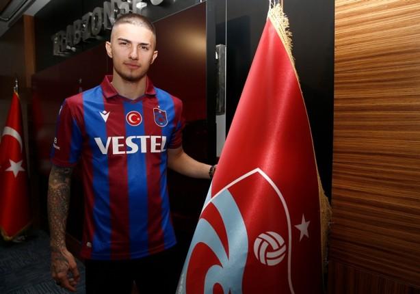 Foto - Berat Ayberk Özdemir ise halen transfer haberini aldığı ilk gün kadar heyecanlı olduğunu, Trabzon halkının ve Trabzonspor'un yüzünü kara çıkarmamak için elinden geleni yapacağını dile getirdi.