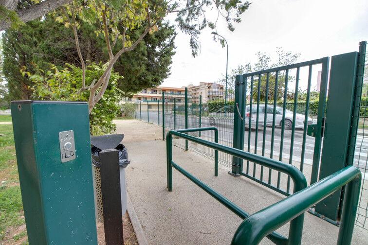 parking 54 avenue jacques prevert 83130 la garde france