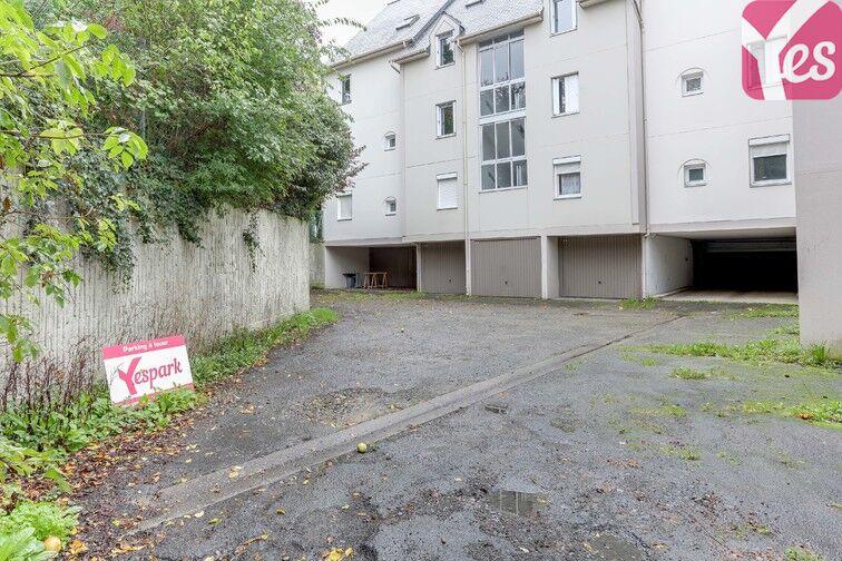 parking 10 rue julien offray de la mettrie 35000 rennes france