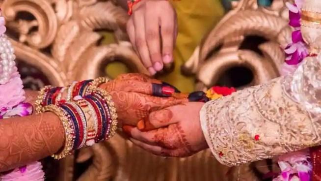शादी-ब्याह की मिलेगी ऑनलाइन इजाजत, स्कूल खोलने का भी समय टला | Zee Business Hindi