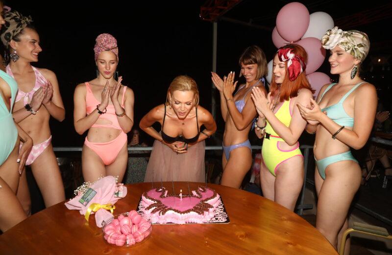 Βίκυ Κάβουρα: Το φαντασμαγορικό party για τα γενέθλια και το νέο της ξεκίνημα