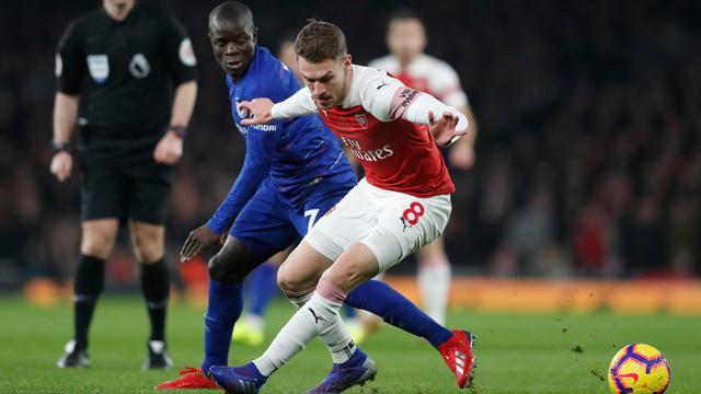 Gol Lacazette dan Koscielny Bawa Arsenal Taklukkan Chelsea