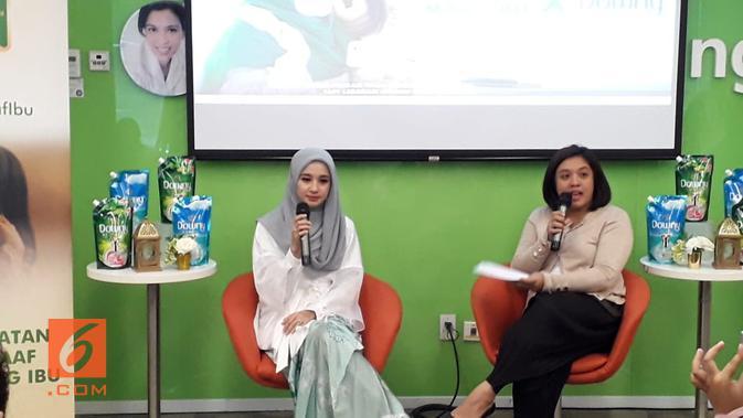 Laudya Cynthia Bella saat tampil bersama Ovidia Nomia dalam acara Aku Pilih Maaf Ibu persembahan P&G Indonesia (Liputan6.com/Komarudin)