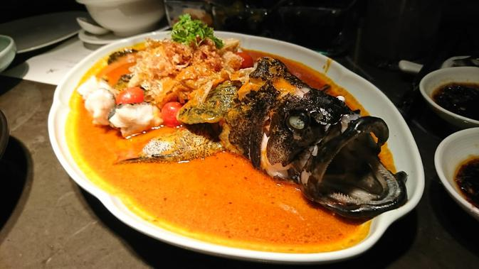 Tiger grouper with spicy Asian sauce di Hakkasan. (Liputan6.com/Dinny Mutiah)