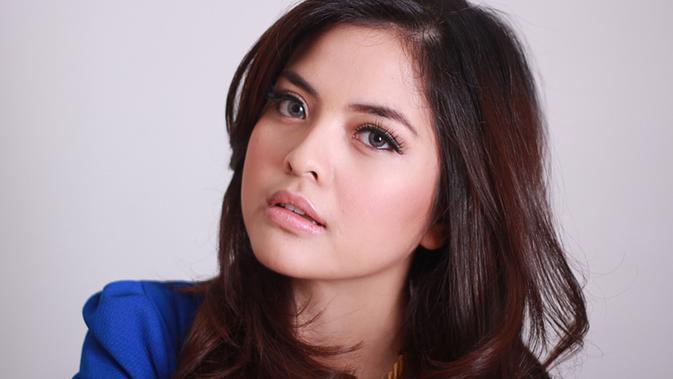Tasya Kamila saat hadir di kantor Kapanlagi.com di Tebet Jakarta dan melakukan sesi foto pada tahun 2014 (KapanLagi.com/Agus Apriyanto)