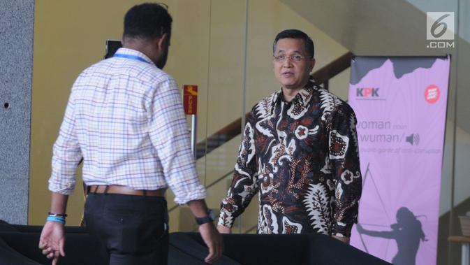 Senior Vice President Legal Corporate PT PLN Dedeng Hidayat (kanan) usai menjalani pemeriksaan oleh penyidik di Gedung KPK, Jakarta, Rabu (15/5/2019). Dedeng diperiksa sebagai saksi terkait kasus dugaan suap proyek pembangunan PLTU Riau-1. (merdeka.com/Dwi Narwoko)