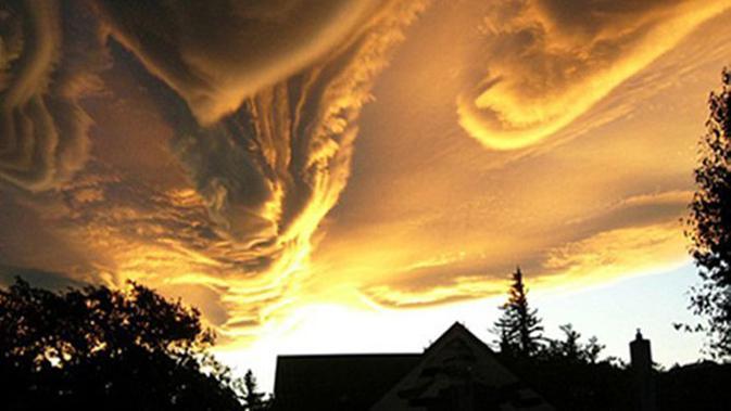 Suara terompet dari langit dianggap sangkakala berbunyi, tanda-tanda hari kiamat.(ilustrasi: Pixabay)